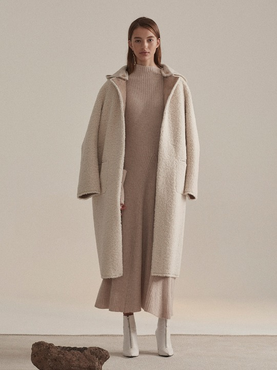 Mouton Faux-Shearing Reversible Long Mustang Coat_Ecru Ivory