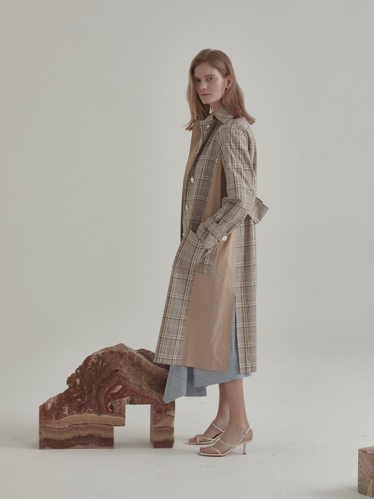 [김보라,전효성 착용] Bruxelle Oversized Check Trench Coat_Beige Check