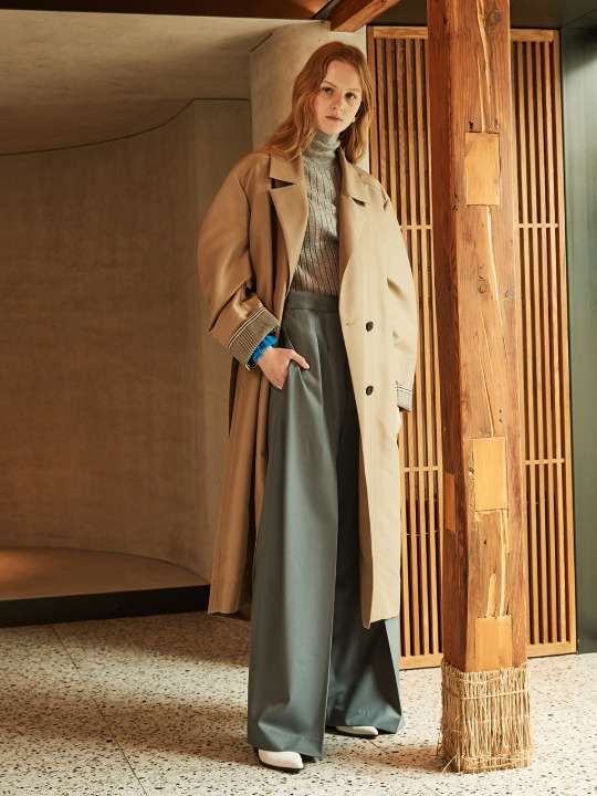 AMBRE Volume Sleeve Belted Trench Coat_Khaki Beige